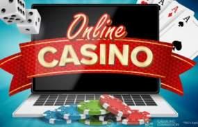 Online casino på dator med tärningar, spelkort och spelmarker